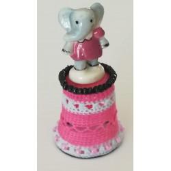 Dé petite éléphante en robe...